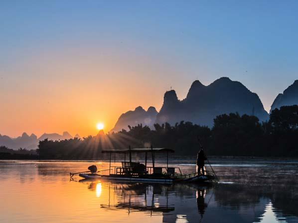 第2天 桂林 七仙峰茶园 驾车41.12公里 > 阳朔漓江游船 驾车38.