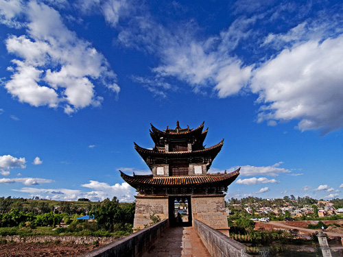 云南建水古城:建水古城位于云南昆明之南220公里,古称步头,亦名巴甸.